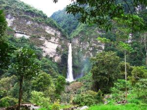 Caminata con cascada cerca a Bogotá Choachí