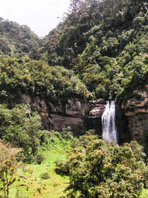 Caminata con cascadas cerca a Bogotá en Sueva